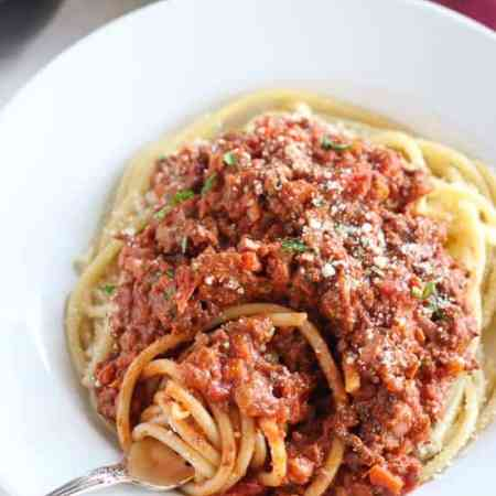 Quick Bolognese Sauce - A quick and hearty bolognese sauce filled with beef, tomatoes, red wine and cream.