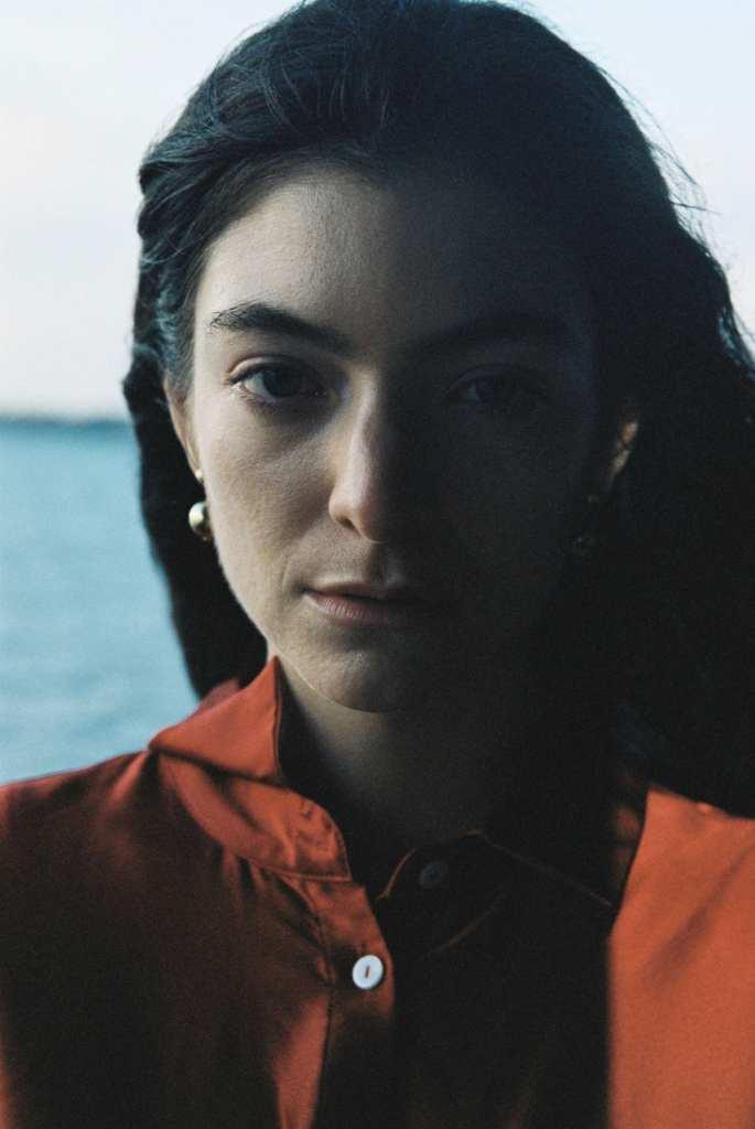 """Lorde lanzó el single """"Stoned at the nail salon""""."""