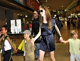 Angelina-Jolie-and-her-children