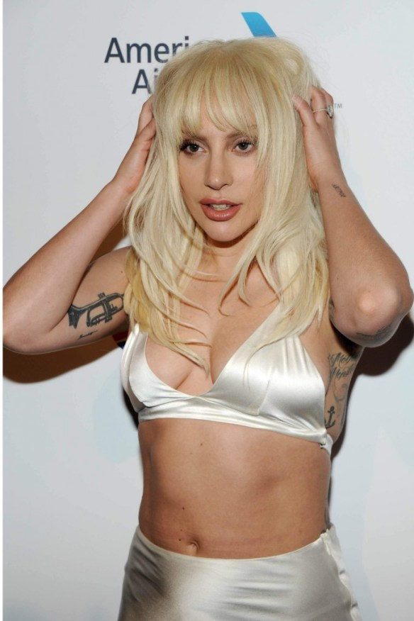 Lady-Gaga-Cleavage-14