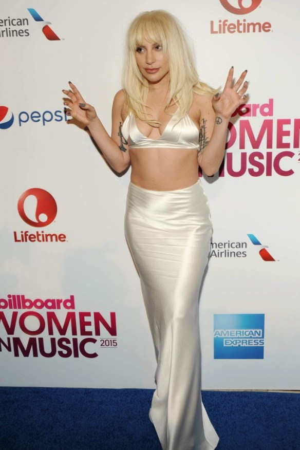Lady-Gaga-Cleavage-18