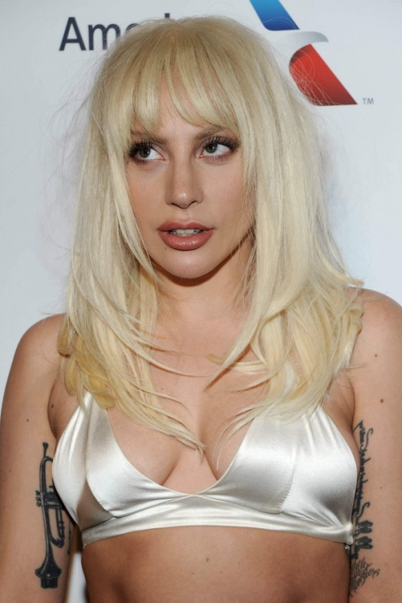 Lady-Gaga-Cleavage-4