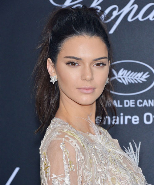 Kendall Jenner High-Messy-Ponytail