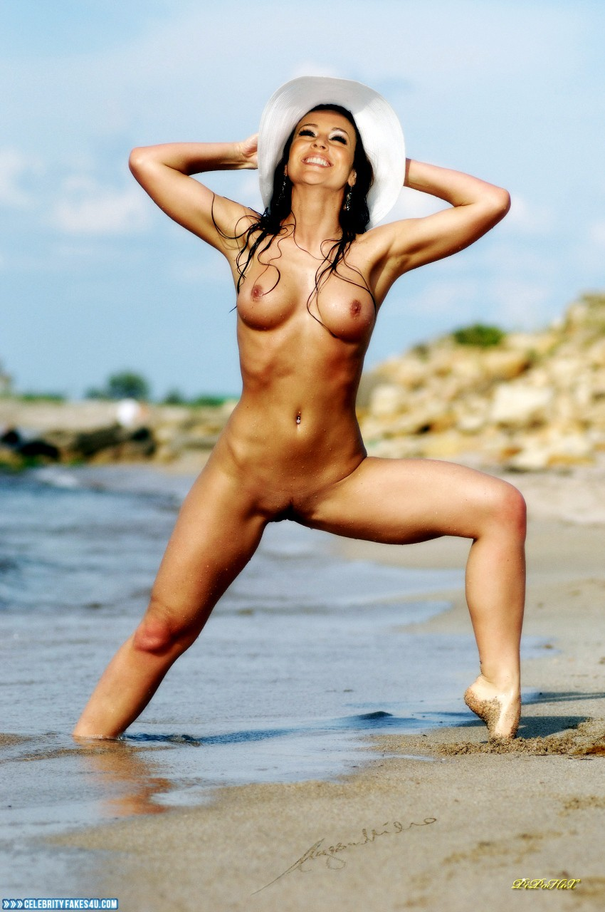 Alyssa milano nude beach candids