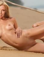 Julie Bowen Beach Perfect Tits Nudes 001