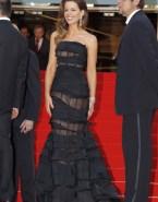 Kate Beckinsale Wardrobe Malfunction Public 001