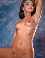 Sarah Hyland Nudes Small Boobs 001