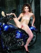Sarah Hyland Small Boobs Legs Spread Pussy Porn 001