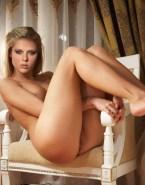 Scarlett Johansson Nudes Legs 001