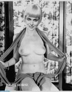 Sigourney Weaver Tit Flash 001