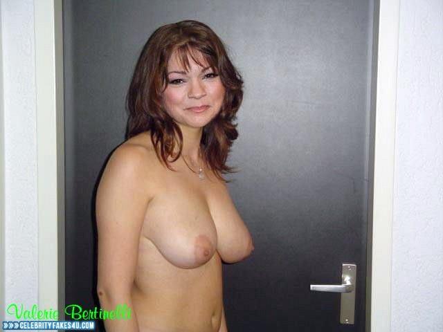 Nude curvy asses