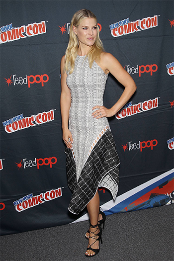 Ali Larter wearing a Jonathan Simkhai Asymmetric Hem Panelled Dress and Stuart Weitzman legwrap sandals to the 2016 New York Comic Con on October 7, 2016.
