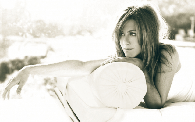 jennifer-aniston-1970s-remodel-beverly-home-for-sale-photoshoot