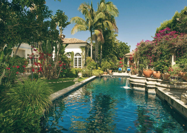 Top-10-Celebrity-Homes-in-Los-Angeles-hilton-family-beverly-hills-garden-pool