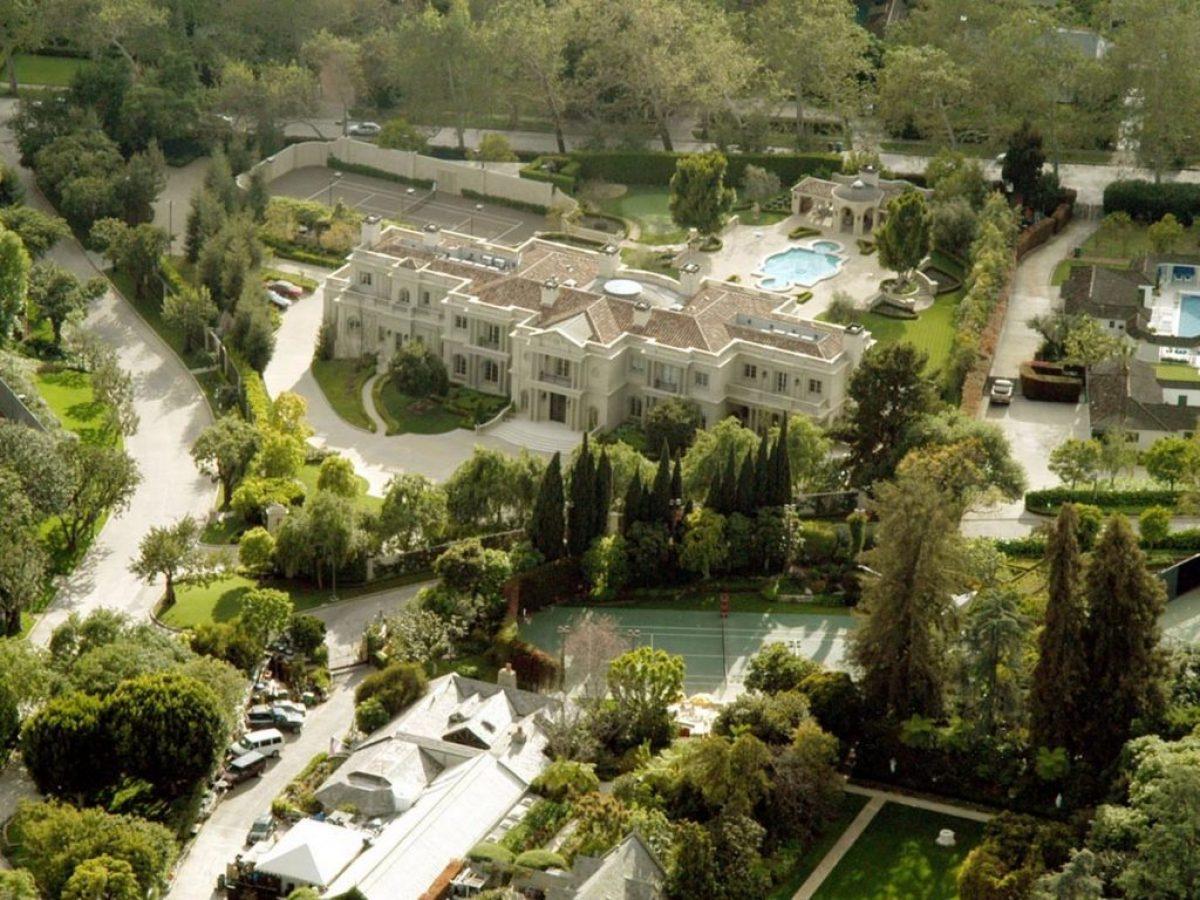Celebrity News Playboy Mansion for sale (4)