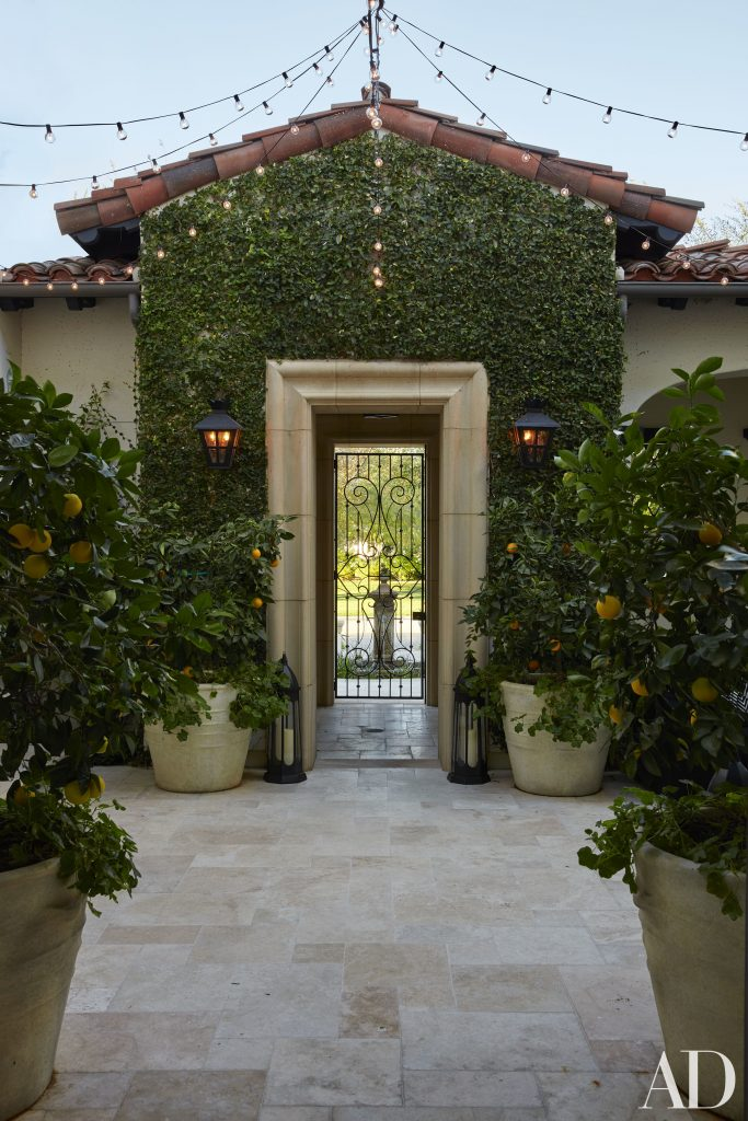 Celebrity Homes Khloé and Kourtney Kardashian Dream Homes in California (14)