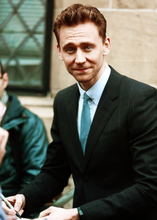 Tom Hiddleston Favorite Music Color Food Book Biography