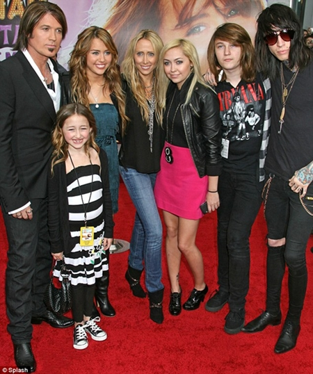 miley cyrus family tree father mother name pictures