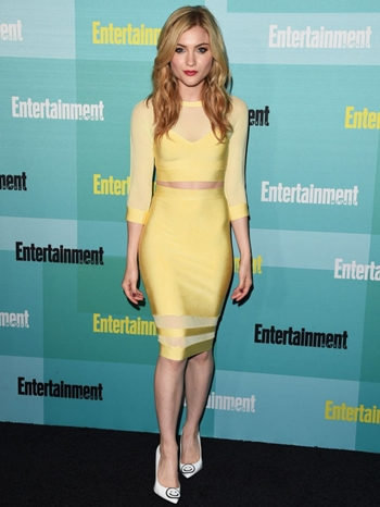 Skyler Samuels Height Body Figure Shape