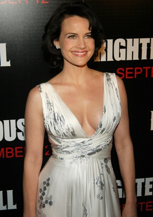 Carla Gugino Body Measurements Bra Size