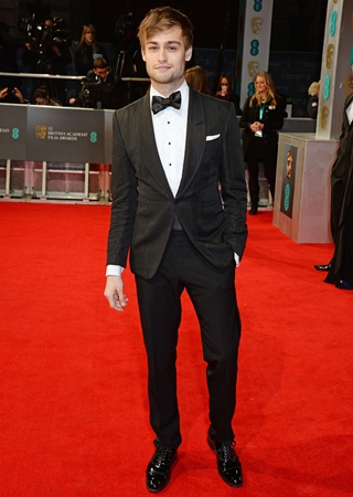 Douglas Booth Height Weight Body Figure Shape
