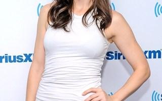 Whitney Cummings Body Measurements Height Weight Bra Size vital Stats Bio