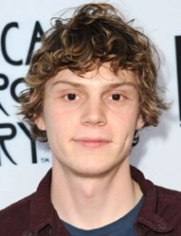 Evan Peters Body Measurements Weight Height Shoe Size Age Vital Stats