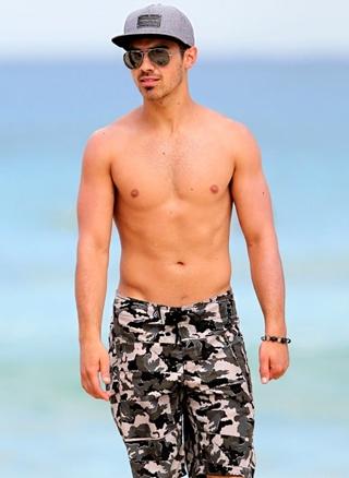 Joe Jonas Body Measurements Height Weight