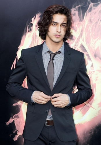 Avan Jogia Body Measurements Height Weight
