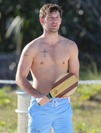 Alex Pettyfer Body Measurements Height Weight