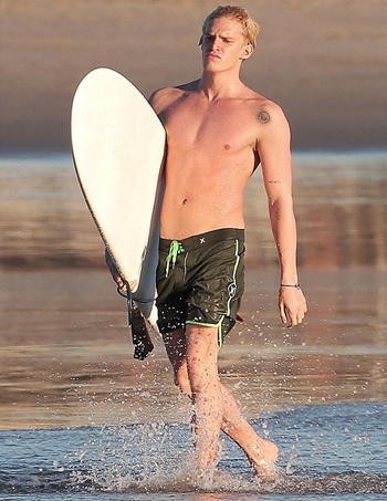 Cody Simpson Height Weight Body Shape