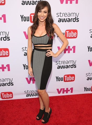 Colleen Ballinger Body Measurements Bra Size