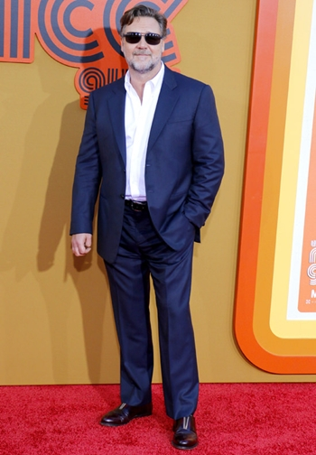 Russell Crowe Body Measurements Shoe Size