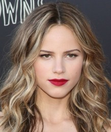 Halston Sage Measurements Height Weight Body Stats Age Facts Family