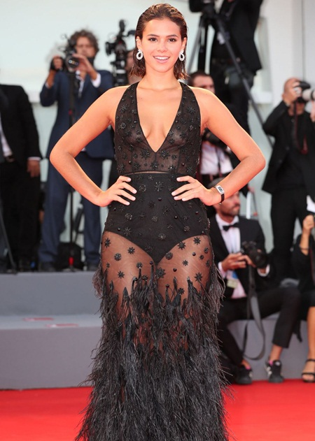 Bruna Marquezine Weight Height