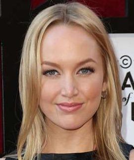 Actress Kelley Jakle