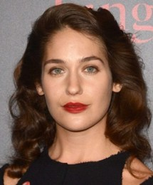 Lola Kirke Body Measurements Height Weight Bra Size Vital Stats Facts