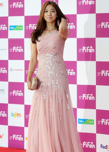 Park Shin-hye Height Weight Stats