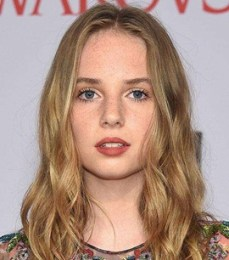 Maya Hawke Body Measurements Height Weight Bra Size Facts Family