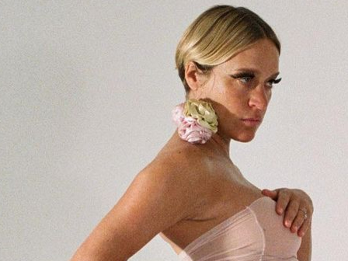 Chloë Sevigny Poses Pregnant And Without Clothes For Newly Rebranded Playgirl Magazine thumbnail