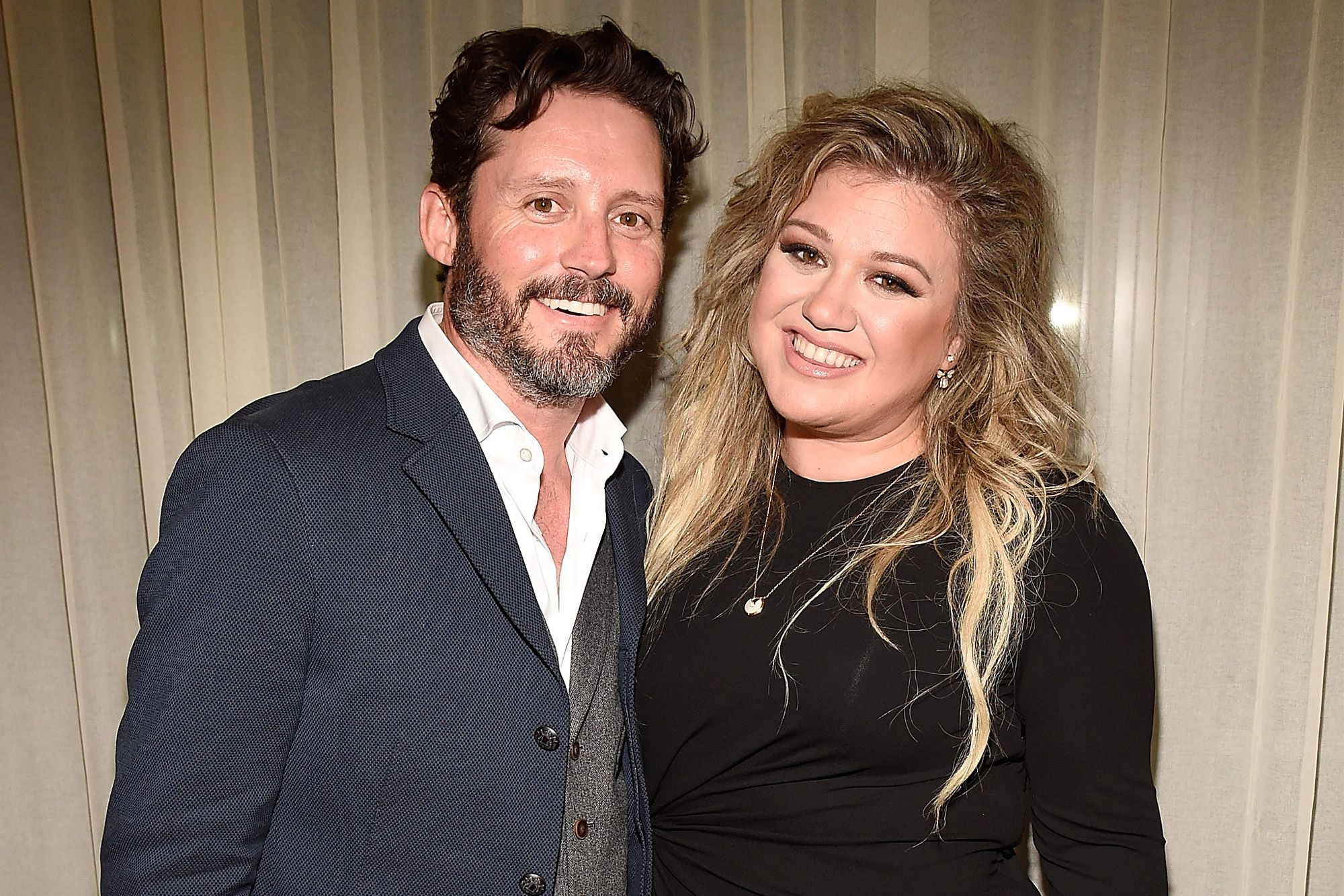 """kelly-clarkson-keeps-it-real-with-harsh-dating-advice-for-fan-amid-brandon-blackstock-divorce"""