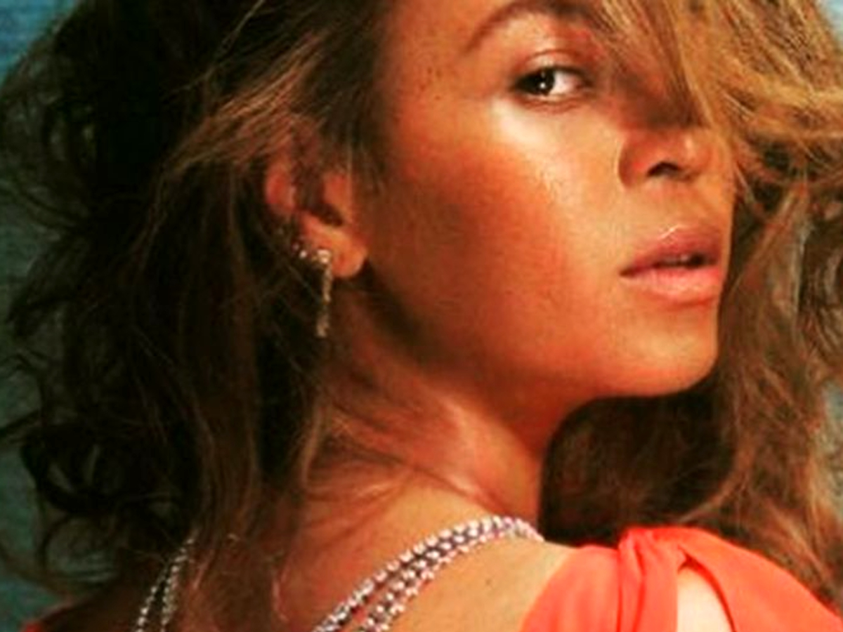 beyonce-is-dripping-in-diamonds-in-revealing-low-cut-backless-gown-for-british-vogue