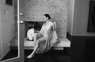 rose_mcgowan_topless_in_apartamento_magazine_issue_12_10