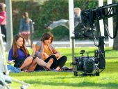 jessica_lowndes_upskirt_on_the_set_of_90210_02
