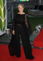 elsa_pataky_at_the_premiere_of_rush_in_london_08