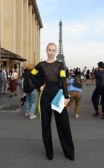 iggy_azalea_see_thru_blouse_at_the_maison_martin_margiela_fashion_show_in_paris_091