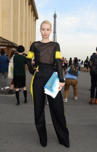 iggy_azalea_see_thru_blouse_at_the_maison_martin_margiela_fashion_show_in_paris_12