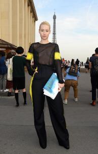 iggy_azalea_see_thru_blouse_at_the_maison_martin_margiela_fashion_show_in_paris_13