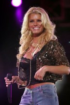 jessica_simpson_performs_at_wango_tango_concert_04