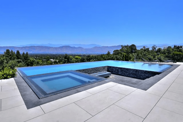 Priyanka Chopra and Nick Jonas' € 17 million property in Los Angeles features an infinity pool and a lovely patio.